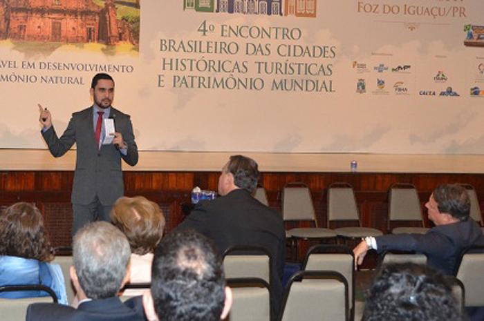 Representante da Embratur durante Encontro Brasileiro das Cidades Históricas Turísticas e Patrimônio Mundial
