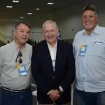 Willian Périco, da Wings Turismo, entre Guilherme Fussi e Claudio Germano, da Milhas Facil