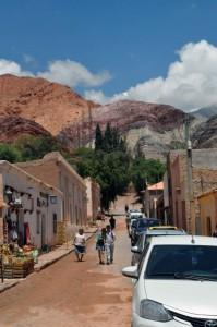 Centro Histórico de Humanarca e ao fundo uma parte da famosa Montanha das sete cores
