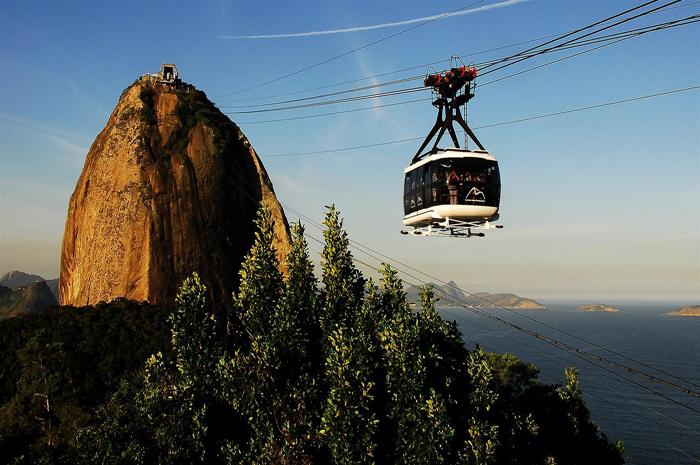 O Bondinho do Pão de Açúcar é um teleférico localizado no bairro da Urca, no município do Rio de Janeiro 