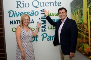 Flavia Possani e Flavio Monteiro, gerente de Marketing e diretor de Marketing e Vendas do Grupo Rio Quente Resorts