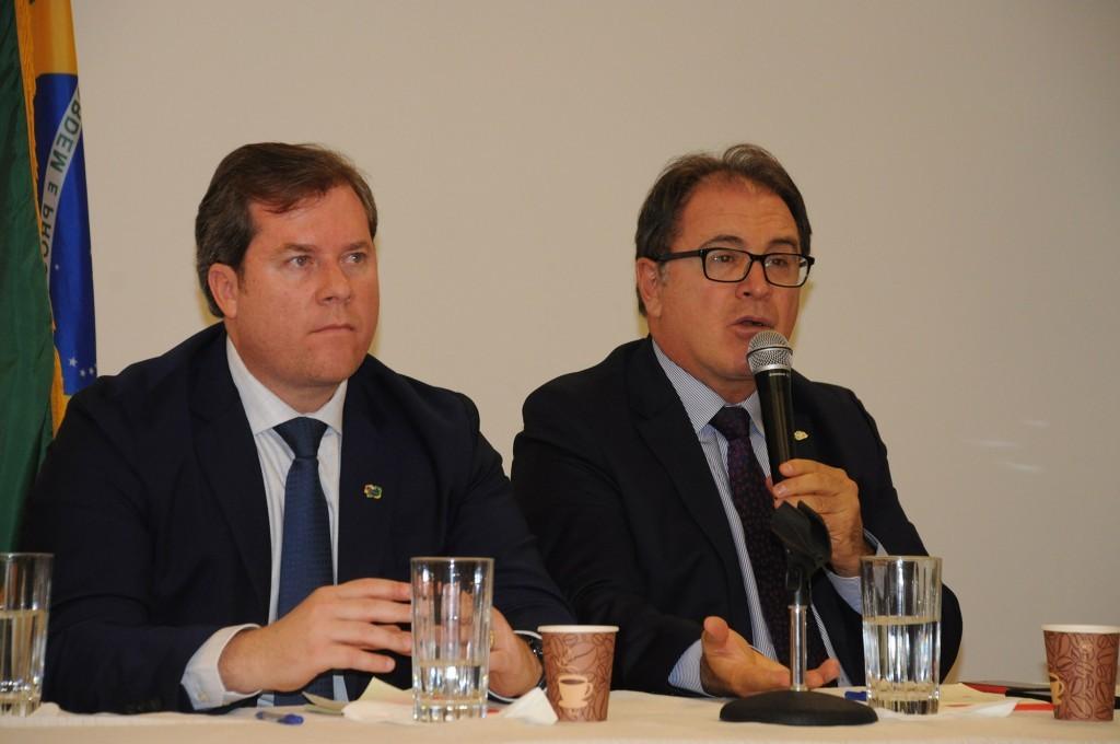 Marx Beltrão, ministro do Turismo, e Vinicius Lummertz, presidente da Embratur