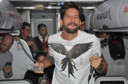 Banda Eva anima voo da Avianca rumo ao carnaval de Salvador; veja fotos
