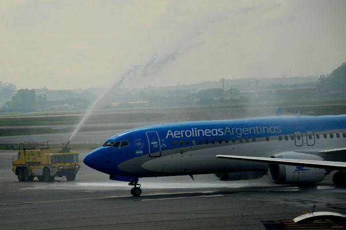 Aeronave recebeu o tradicional batismo ao chegar em Guarulhos