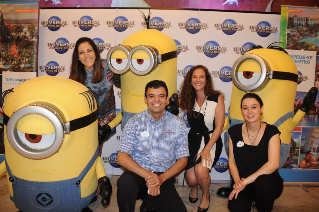 Gabriella Cavalheiro, Renato Gonçalves e Juliana Mesanelli, da Universal, com Jane Terra, do Visit