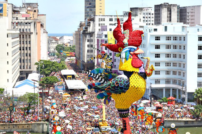 em 1995 que o Galo levou o título de maior bloco carnavalesco do mundo (Guinness Book) com mais de um milhão e meio de foliões.. credito: Paulo Paiva/DP/D.A Press. Local. Vista Aerea do Bloco Galo da Madrugada no bairro do Recife.