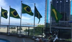 Hotéis do RJ erguem bandeira do Brasil em apoio à intervenção federal