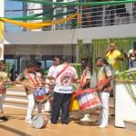 Integrantes da escola de samba santista Império da Vila