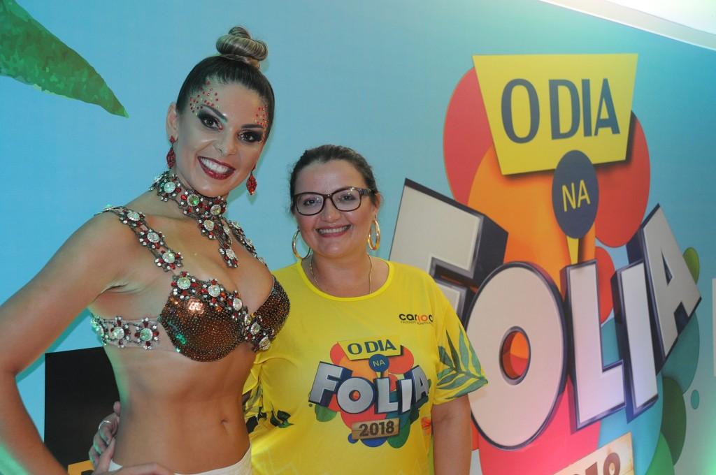 Janaina Araujo, de Curaçao, com a musa Elaine Azevedo