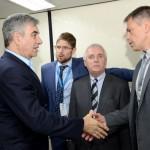Mario Del Acqua comprimenta Gustavo Figueiredo, presidente do GRU Airport