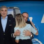 Mario Del Acqua, presidente da Aerolíneas Argentinas, foi o primeiro a desembarcar