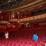 O teatro com camarotes que têm serviços especiais