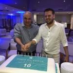 Orlando Giglio e Ramón Girón cortam o bolo do niversário de dez anos doIberotar Praia do Forte