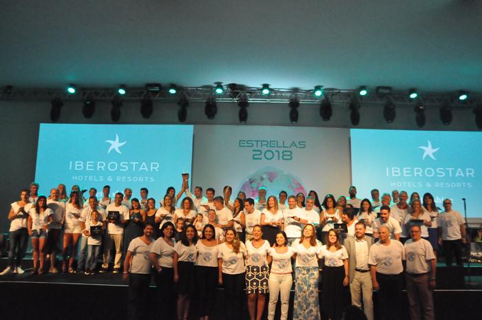 Premiados do Estrellas 2018 e executivos da Rede Iberostar