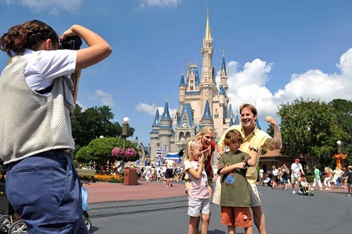 Desconto de 50% em aluguel de casas, gift card do Universal Orlando Resort, ingressos para jogos de basquete e dia extra de diversão na Walt Disney World esperam os viajantes que sonham em conhecer a cidade do entretenimento
