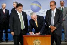 Temer assina decreto de intervenção na segurança do Rio de Janeiro