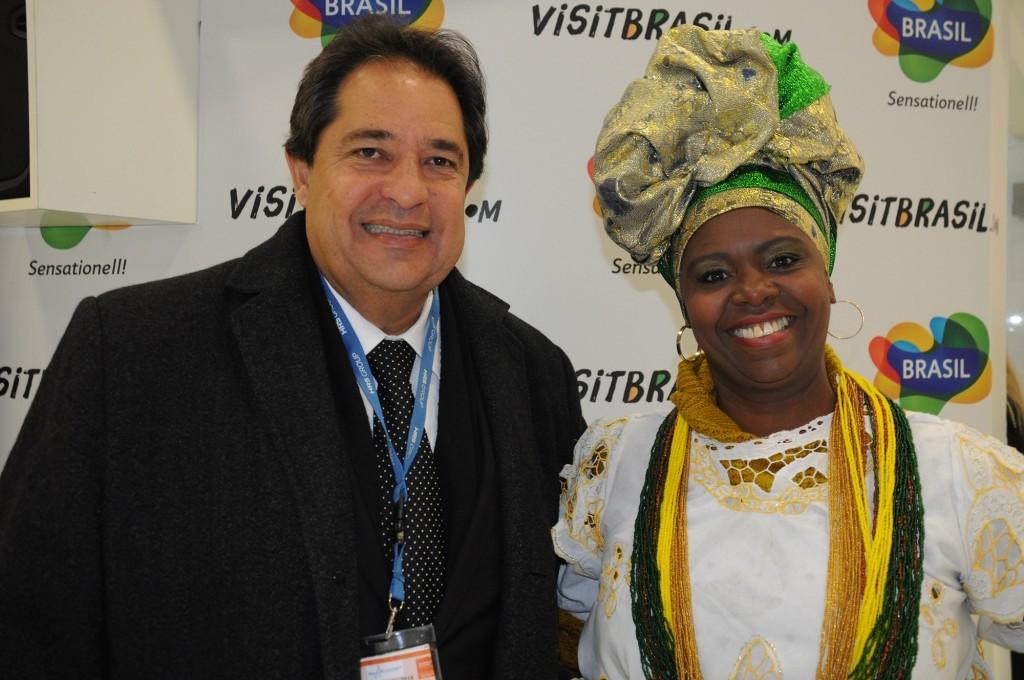 A baiana Marli com o secretário de Turismo da Bahia, José Alves