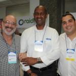 Ary Seixas, da Tem Tour, com Dilnei Machado e Diego Landin, da Abreu