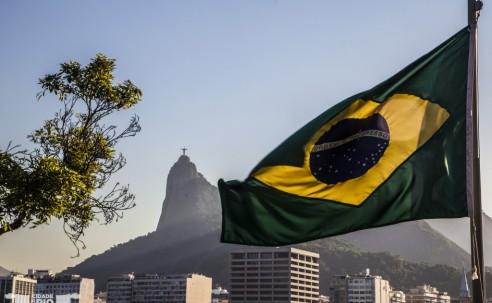 Brasil pode voltar a ficar sem representação no exterior; entenda