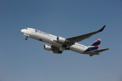 Latam reduz tarifa para Miami nas classes Premium Business e Economy