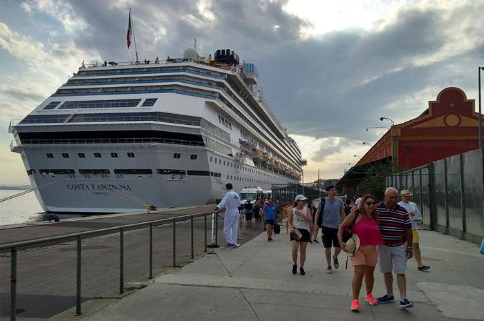 No dia 14, o navio Costa Fascinosa inicia a travessia no Rio de Janeiro (Pier Mauá), com destino à Itália.