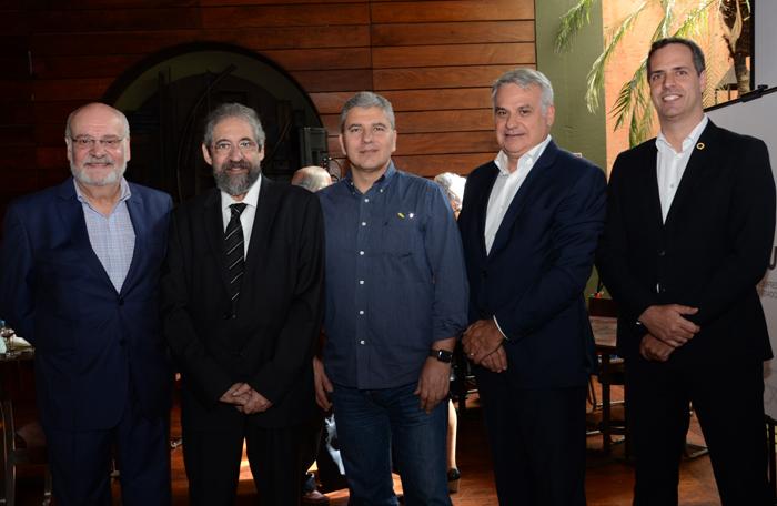 Marciano Gianerini Freire, presidente do Sindetur SP, José Francisco de Souza, Teddy Kahanevic, Sérgio Guanais e Derek Barsante