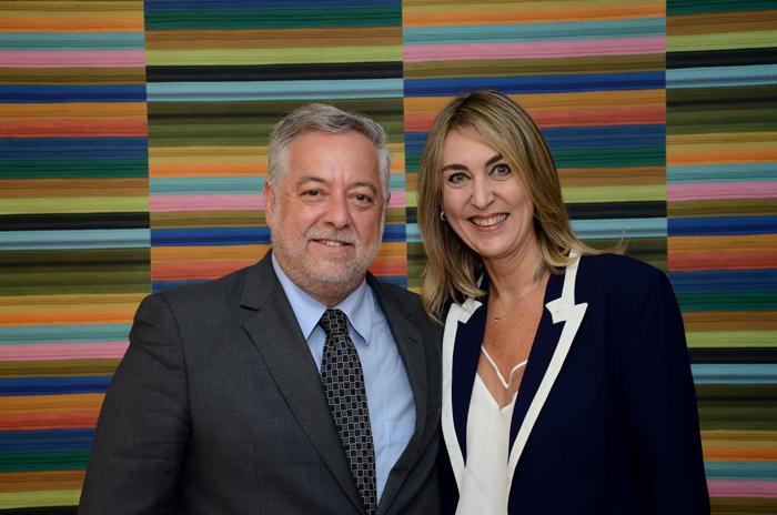 Michael Barkoczy, presidente da Flytour Viagens MMT e Luciane Leite, diretora da WTM