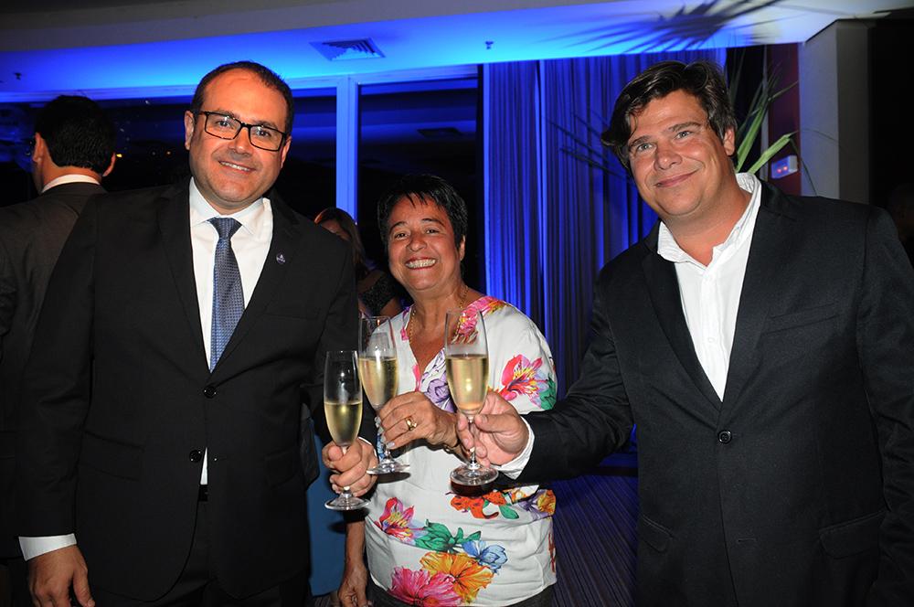 Roberto Bertino, presidente da Nobile, com Cristina Fritsch, da ABAV-RJ, e Mauricio Werner, da Riotur