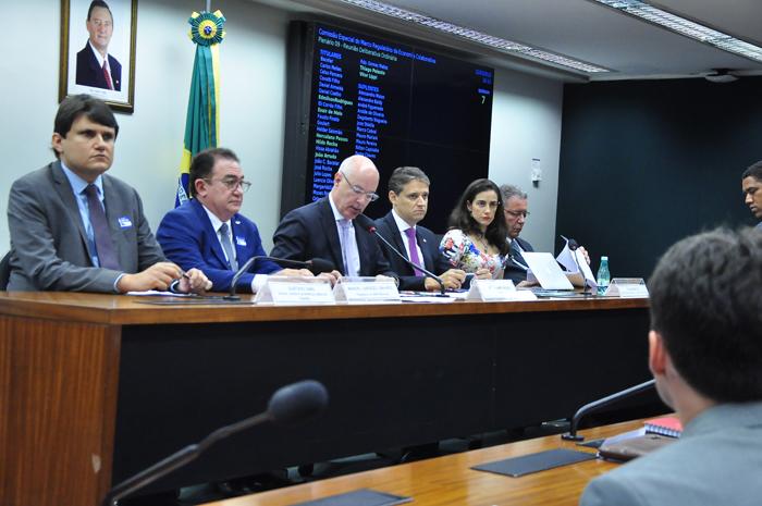 Tributação, segurança e benefícios das plataformas de turismo foram tema de audiência pública - foto Cláudio Araújo