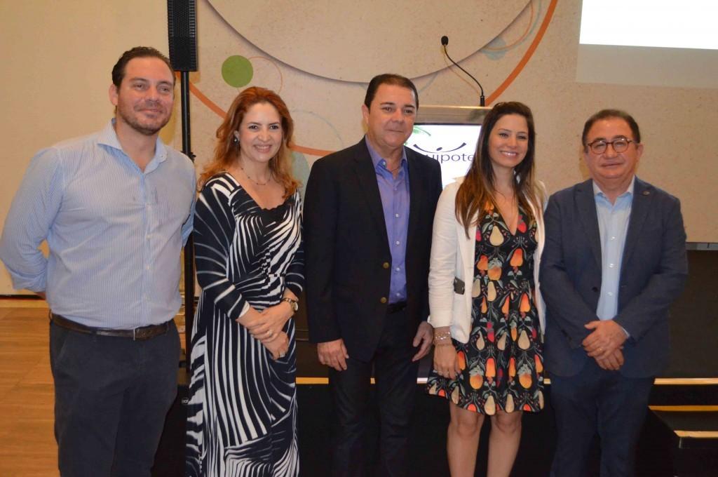 Gustavo Binardi, Enid Câmara, Eliseu Barros, Camila Moretti e Manoel Linhares,  organizadores do Conotel 2018 e da Equipotel Regional