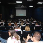 Agentes de viagens aprendendo sobre o Parana em uma sala de cinema