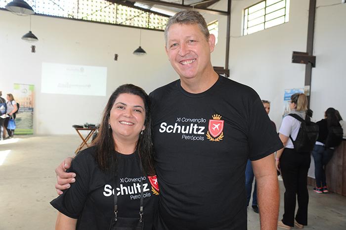 Ana Santana, diretora da Schultz no Brasil, e Aroldo Schultz, presidente da Schultz