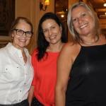 Ana Vitoria, da AV Turismo, com Deise Hang e Telga Lage, da Tesah Tour
