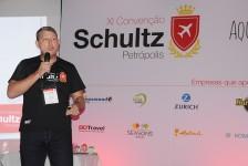 Schultz cria campanha para homenagear colaboradores e consolidadores