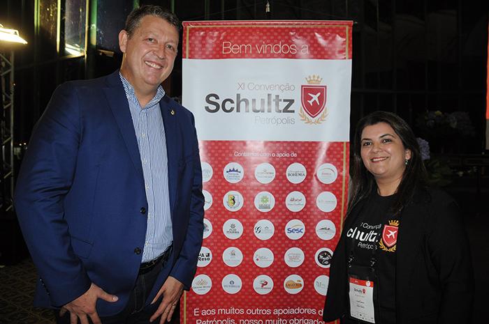 Aroldo Schultz, presidente, e Ana Maria Santana, diretora da Schultz no Brasil