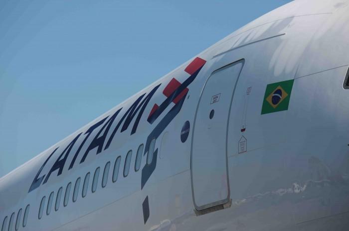 A Latam informará se forem confirmados cancelamentos de voos por esta contingência e reforça que oferecerá toda a assistência necessária aos passageiros.