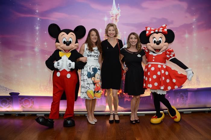 Caroline Putnoki, da Atout France, entre Zdenka Conflant e Isabele De La Monte, da Disneyland Paris