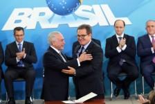 Lummertz assume o MTur em cerimônia de posse em Brasília