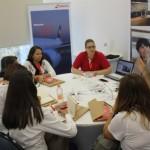 Christiane Ziemer mostrouos serviços da Swiss Air Lines