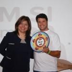 Diana Pomar presenteia Adonai Filho e a BWT Operadora pela parceria
