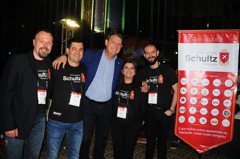 Fabiano Simm, Luciano Bonfim, Aroldo Schultz, Ana Maria Santana, da Schultz, com Rafael Turra, da Vital Card