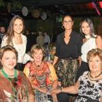 Maura Wieste, Ionalda Marcondes de Matos e Ivete Appel Silveira com Natalia, Simone e Valentina Lummertz