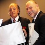 O secretário estadual de Cultura, João Luiz recebeu a placa em nome da governadora do Paraná