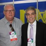Roy Taylor, do M&E, e Fernando Santos, presidente da Aviesp