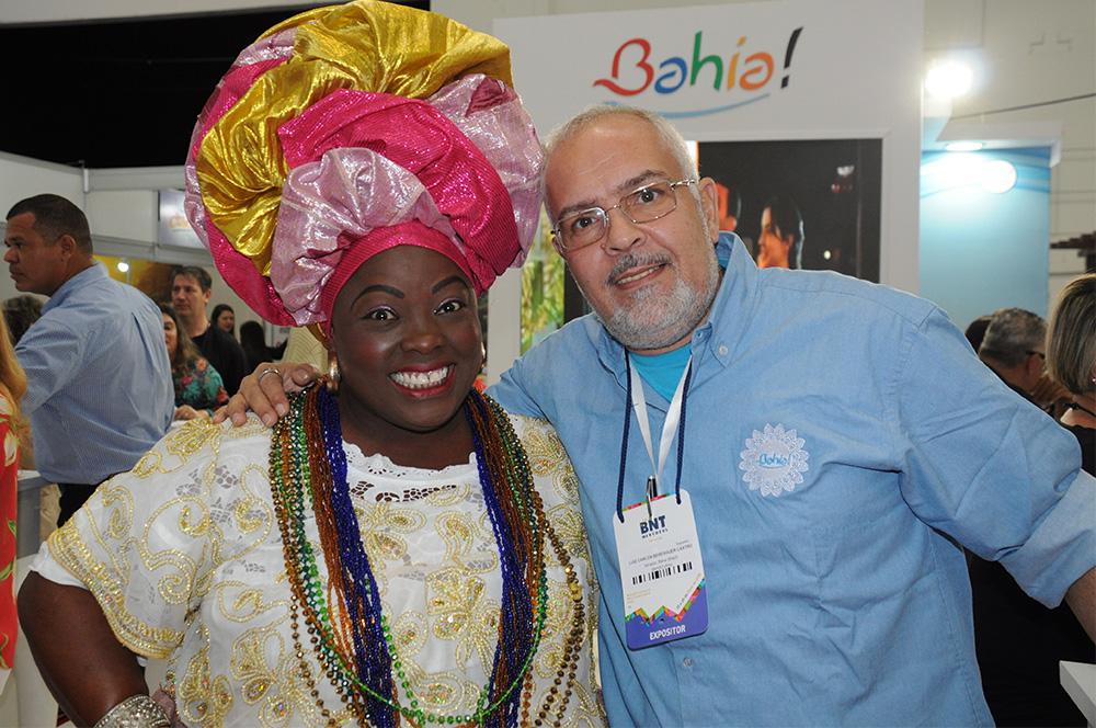 A baiana Lucicleide Nascimento com Luiz Castro, da diretoria de Promoções da Bahiatursa