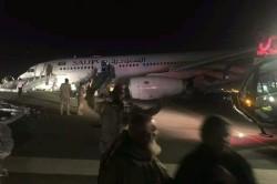 Avião faz aterrissagem de emergência sem trem de pouso na Arábia Saudita; veja vídeo