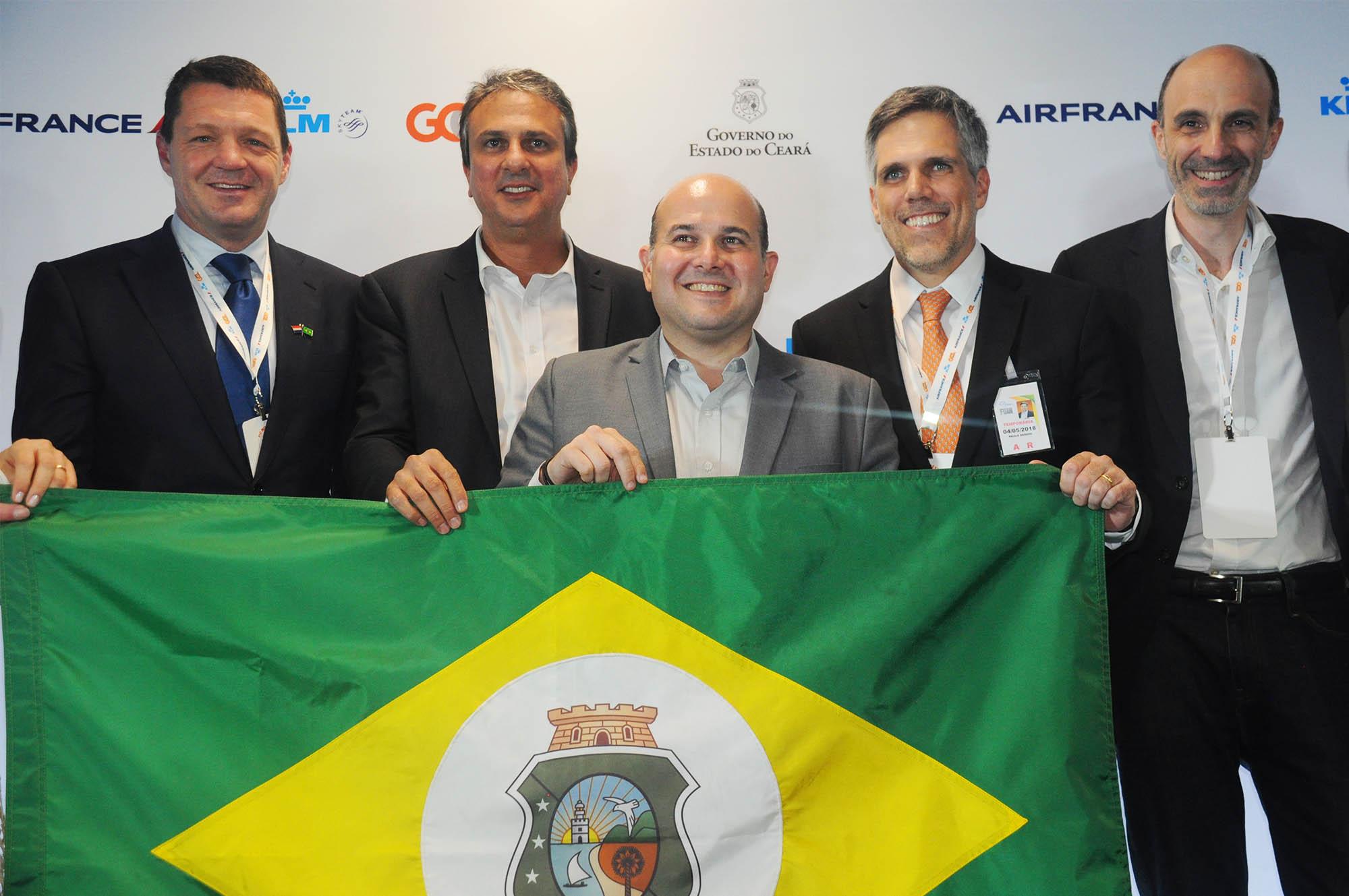 Pieter Elbers, da KLM, Camilo Santana, governador do CE, Roberto Cláudio, prefeito de Fortaleza, Paulo Kakinoff, presidente da Gol, e Jean-Michel Mathieu, CEO da Joon