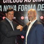 Luciano Barreto, country manager a Almundo Brasil, e Juan Pablo Lafosse, CEO da Almundo celebram chegada da empresa ao país
