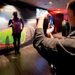 Torcedor no museu do FC Barcelona, no Camp Nou Experience