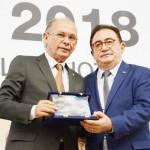 Nelson Martins, secretario da casa civil do estado do Ceará, foi homenageado por Manoel Linhares, presidente da ABIH Nacional